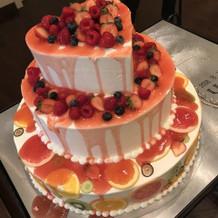 カラードロップ ウェディングケーキ