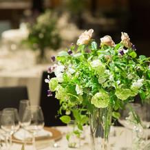 会場装花はテーブル毎に違うデザイン