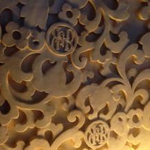高砂バックもこれと同じ模様の彫刻壁。豪華