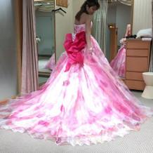 カラードレス。後ろ。