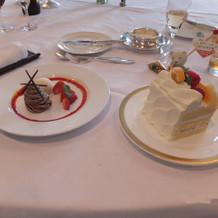 コースのデザートとケーキ1人分