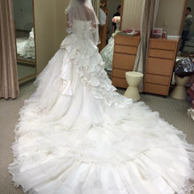 ウェディングドレス。後ろ。
