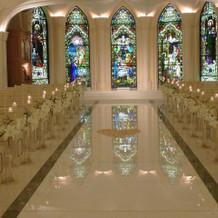 ステンドグラスがとてもキレイです。