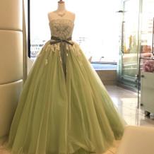 ブライダルサロンにあったカラードレス