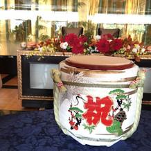 テーブルの酒樽