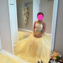 いろんな色味のドレスがあります