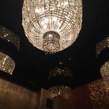 エレベーターのシャンデリア