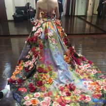 華やかなドレスでした。