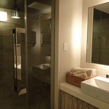新郎新婦控え室にシャワーがあります