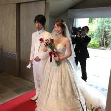 白ドレスはジルスチュアート