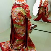 色打掛試着(川島織物でかなり高価)