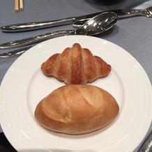 焼きたてパン。おかわりが自由。