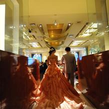 オレンジプリントのドレス