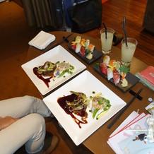 控室で後から料理を食べました(魚&肉料理