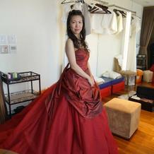 とても素敵な真っ赤なドレス。