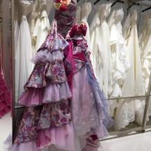 ウェディングドレスもさまざまある。