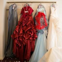 ブライズルームには4着のドレス