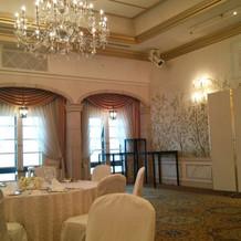 披露宴会場パルフィの、壁の絵が素敵