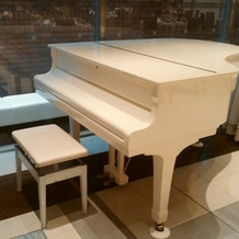 グランドピアノが無料でつかえます。