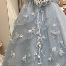 二次会パーティで着用のカラードレス
