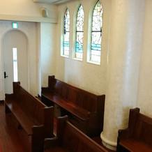 教会側面のステンドグラス2
