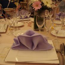 ナプキンの折方がかわいらしいテーブル