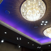 お食事のお部屋。照明も色変えれます。