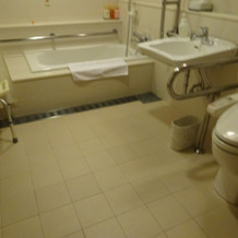 洗い場も広く 車椅子で入れそうです。