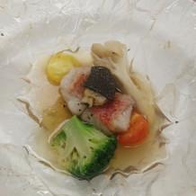 金目鯛とお野菜、きのこなどが入っておりス