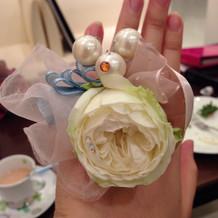 生花で作られている指輪です。