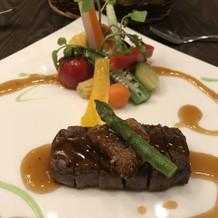 メインのステーキ、フォアグラ