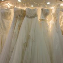 シンプルなドレスが多かった