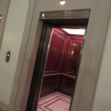 披露宴会場までのエレベータ