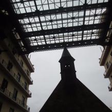 チャペルの上に屋根あり