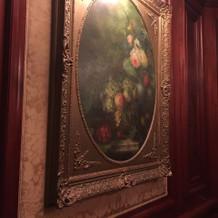 ホテル内の絵画