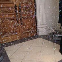 フラワーシャワー時のバブルマシーン。