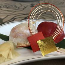 手毬寿司は色が良く見た目が可愛いです。