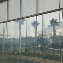 アクアホール内のガラス張りの景色