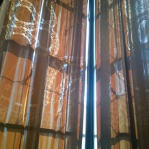 レストランのカーテンにもブルガリの文字