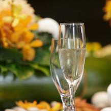 ⑧乾杯酒:金箔入りのシャンパン