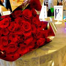 旦那からサプライズで薔薇の花束を、、
