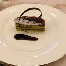 デザートのピスタチオケーキ