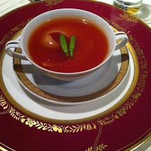 ホテルオリジナルコンソメスープ。