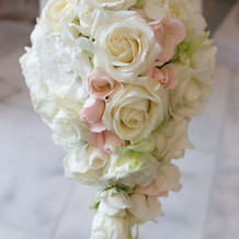 ウェディングドレスの花束