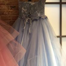 くすみブルーのドレス
