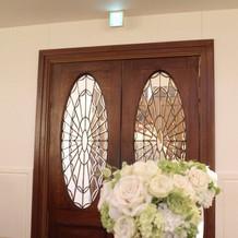 教会のドアです!