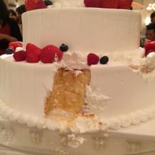 入刀後のケーキです!