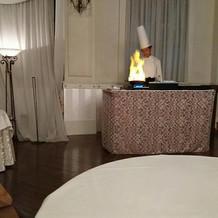コックさんが披露宴会場でステーキ演出