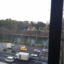 会館から日比谷公園や皇居を見た風景です。