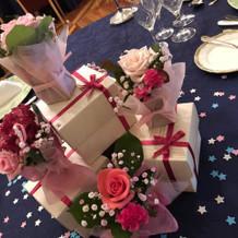 テーブルのお花とボックス